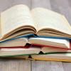 Um dos meus principais hobbies é a leitura, os livros representam-me, sou viciado em conhecimento